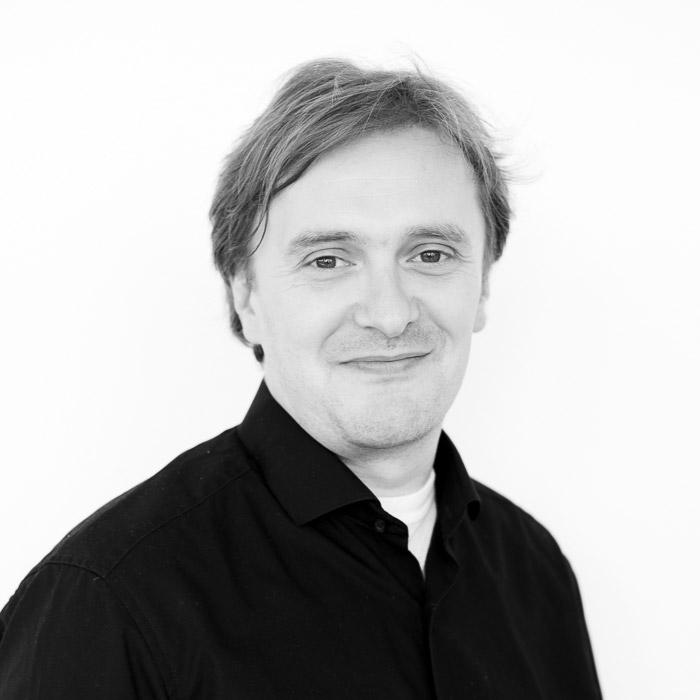 Dr. Henning Wilts