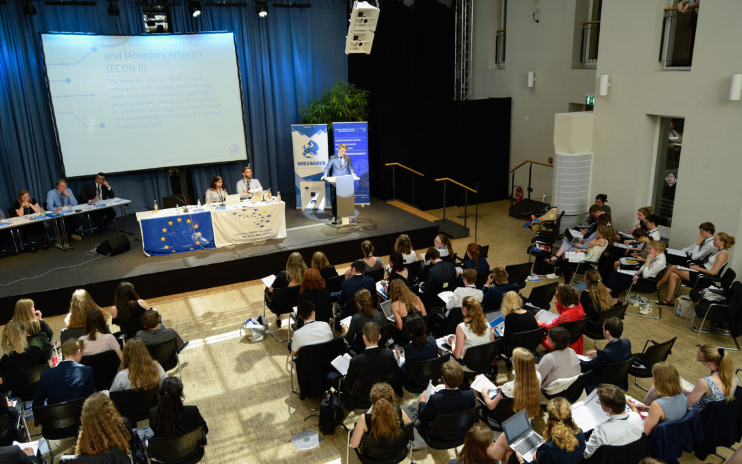 Elisabeth Süßbauer und Henning Wilts beim Expert Talk des Europäischen Jugendparlaments in Deutschland e.V.